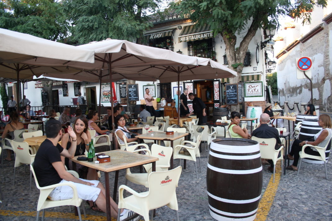 Consell reduces social distancing for restaurants, cafes and on terraces to 1.5mtrs