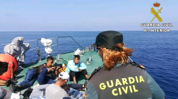 Three boats are intercepted in Alicante and Guardamar with twenty immigrants