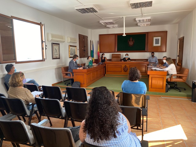 Mojácar council meeting approves Commercial tax exemptions