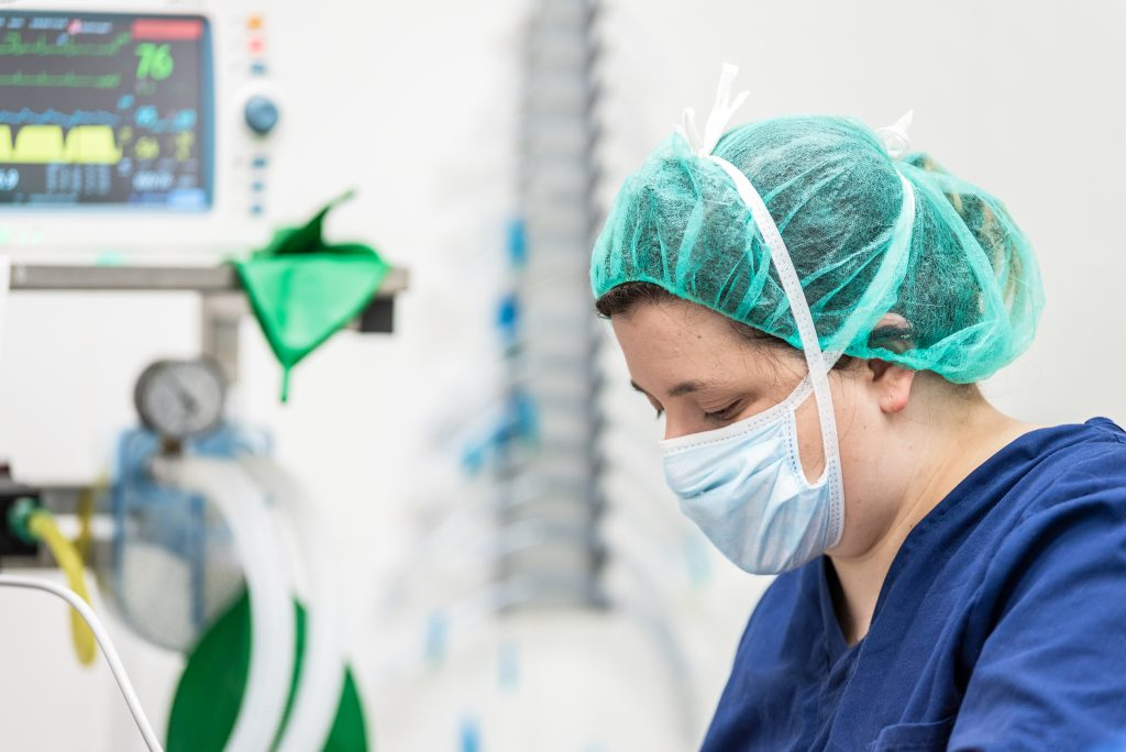 Covid patients in ICU fall below 100 for the first time in two weeks