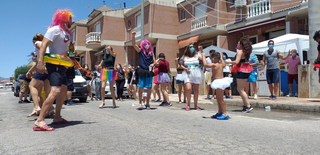 Despite lockdown residents of Catral were able to enjoy a street party