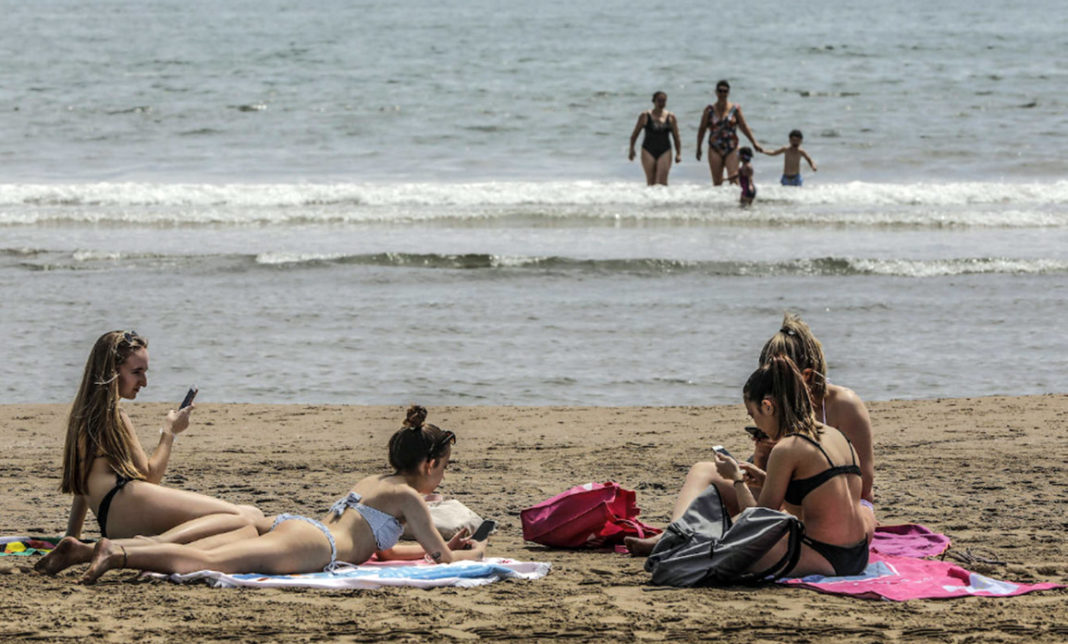 Valencia City Council will not control the access of bathers to the beach