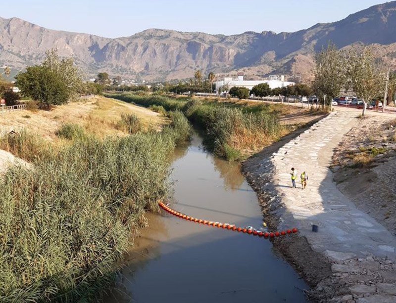 Floating barrier installed in Rio Segura to stop waste reaching Orihuela