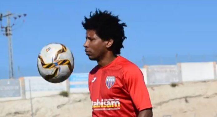 On the ball: Racing San Miguel star Vaz.