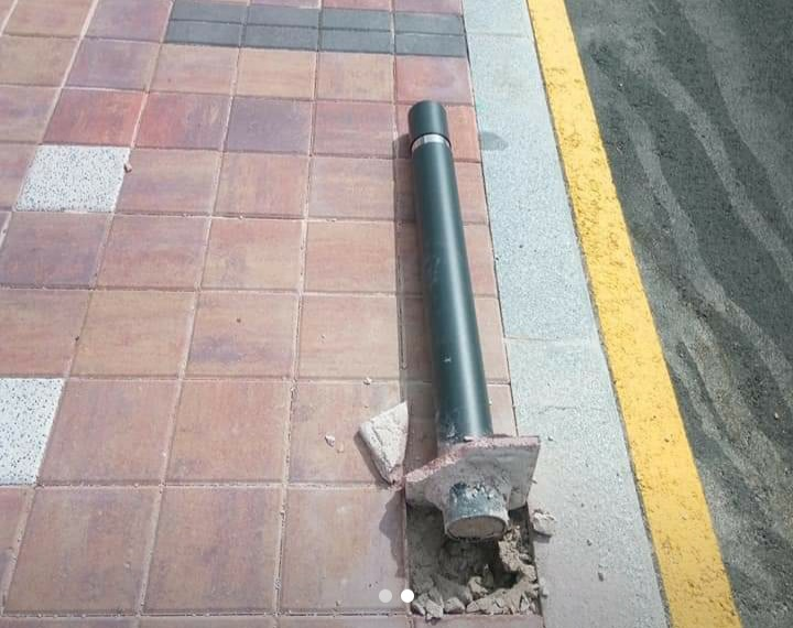 Stanchion on the pavement in Quesada.