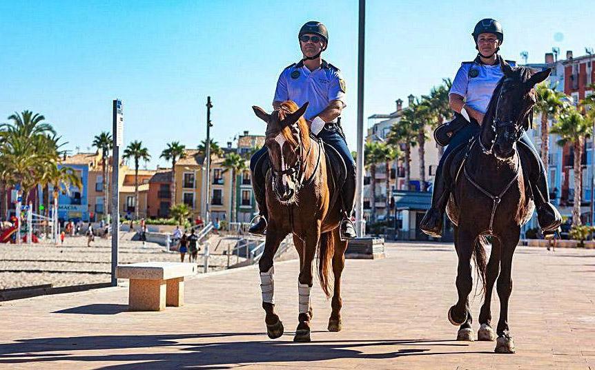 Police on horseback - Photo Keith Barry