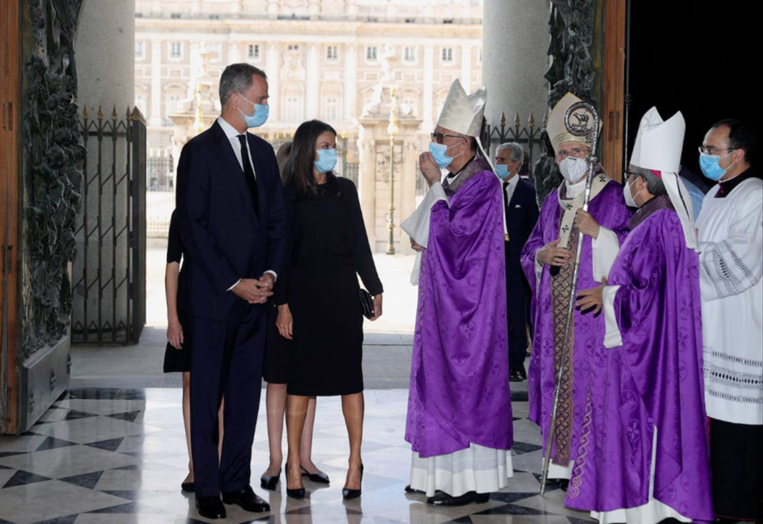 Nearly 400 people, including King Felipe and Queen Letizia and their daughters, attended a service to honour the victims of COVID-19