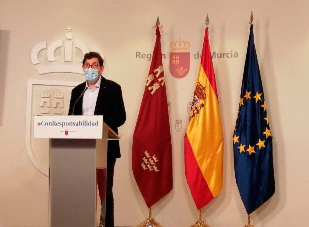 Minister of Health, Manuel Villegas at a press conference this morning