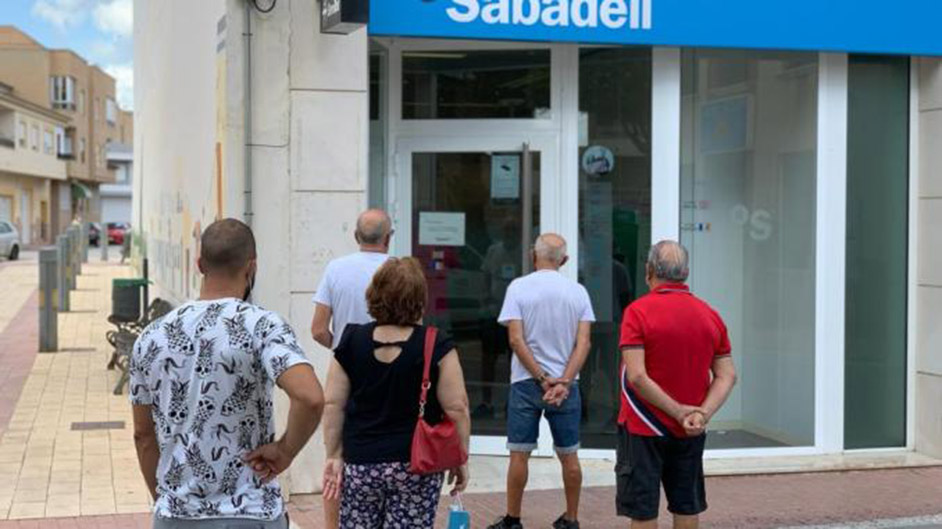 San Fulgencio acts to ensure minimum banking service