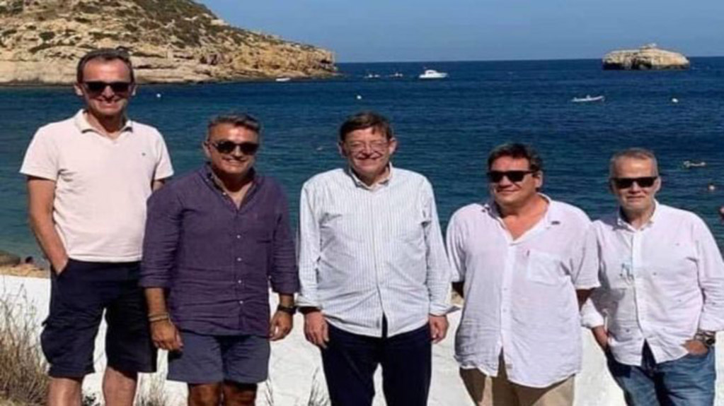 Valencian president Puig and the ministers Duque and Escrivá together in Jávea without a mask
