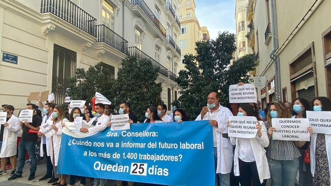 Torrevieja Hospital Staff demonstrate in support of Ribera Salud