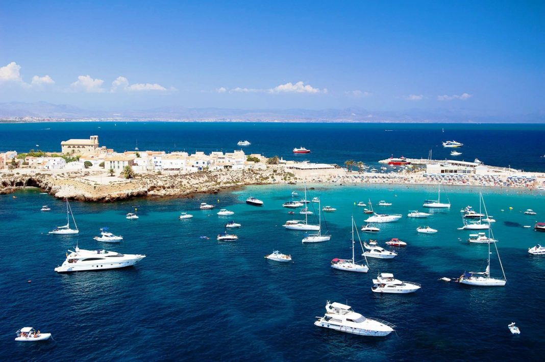 Boat sent to Tabarca island following police assault