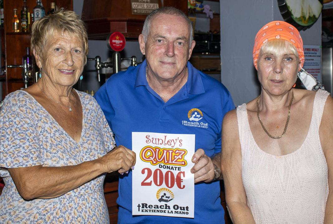 Sunleys Quizzers Charity Donation