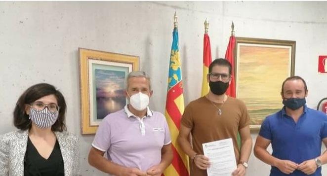 Perjanjian kolaborasi Dewan Pilar de la Horadada dengan Klub Bola Tangan dan Bola Basket