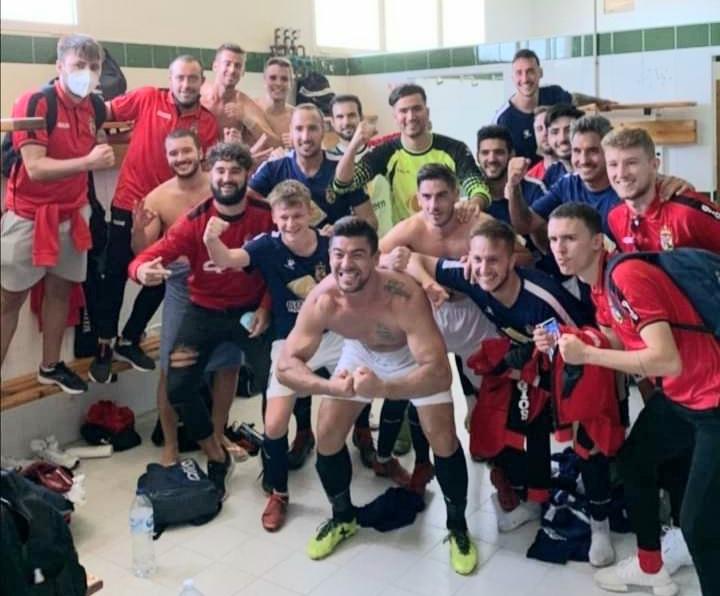 Monte celebrate after 2-0 away win at San Fulgencio. Photo: Full Monte SC.
