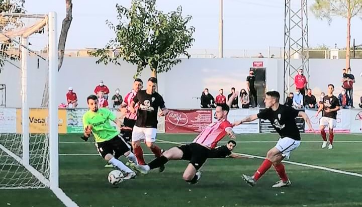 Match action in CD Montesinos's 4-2 win against CD Cox. Photo: Full Monte SC.