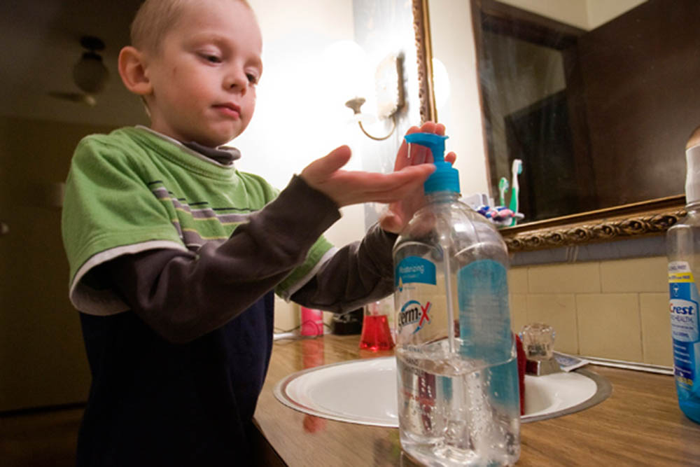 Almost 900 children require medical assistance for hand sanitizer poisoning