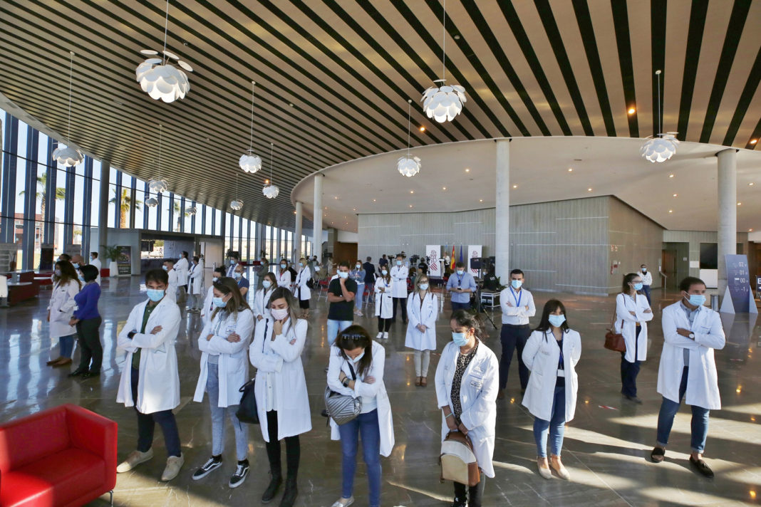 Medical staff turming their backs on the Minister of Health in protest
