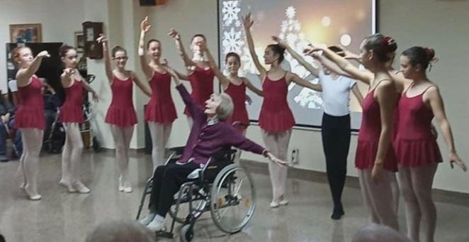 Spanish ballet star Marta C. González: Swan Lake from her wheelchair