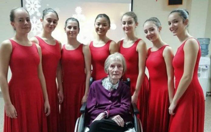 Marta Cinta Gonzalez with students at Ballet Masters Alcoy