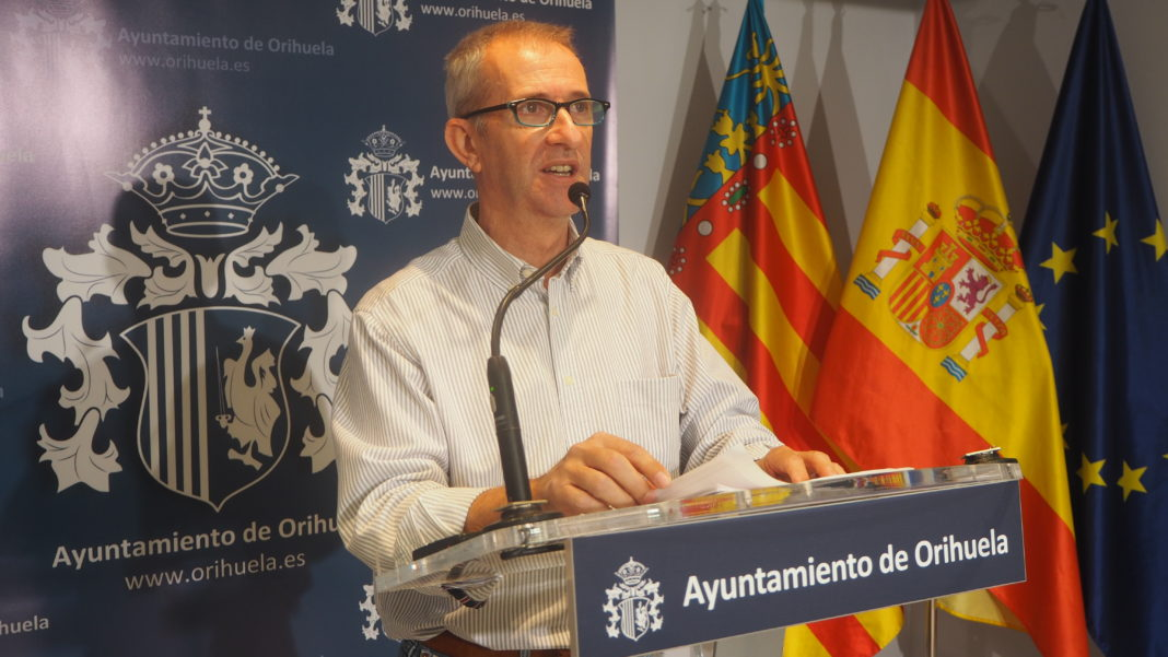 Orihuela Councillor for Health questions justification to move patients 100km