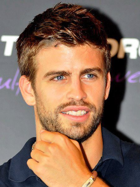 Pique is loved by the fans thanks to her bright smile and charming blue eyes/ Ph.Pinterest