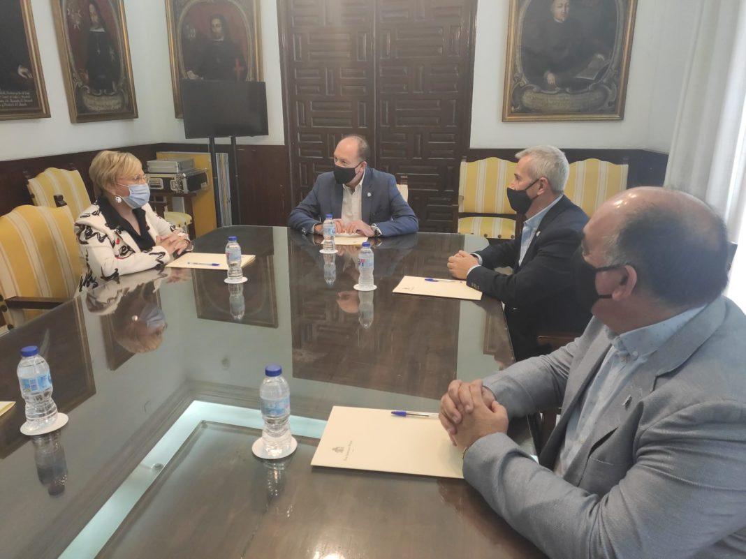 Mayor Bascuñana meets with the Minister of Health