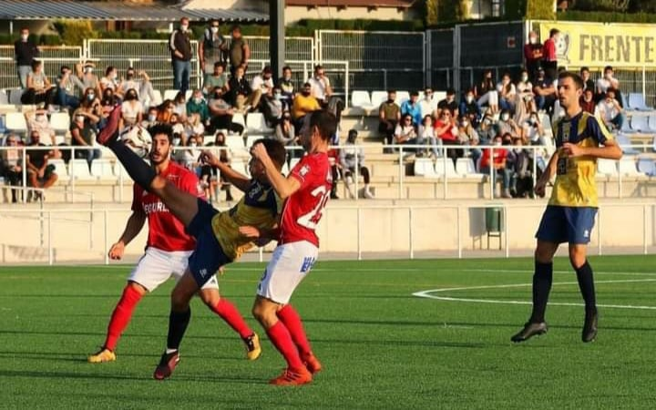 Match action during CF Atletico Algorfa v Guardamar Soccer. Photo: Pedro Grimao.