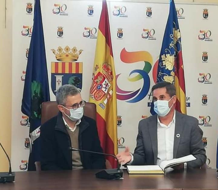 Butron discusses Los Montesinos works with Minister