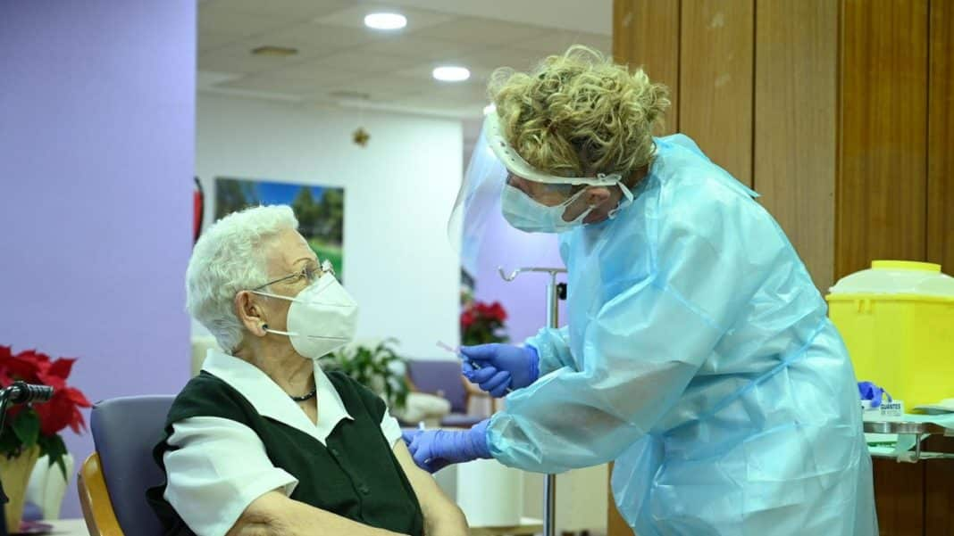 First Person vaccinated with Pfizer vaccine in Spain