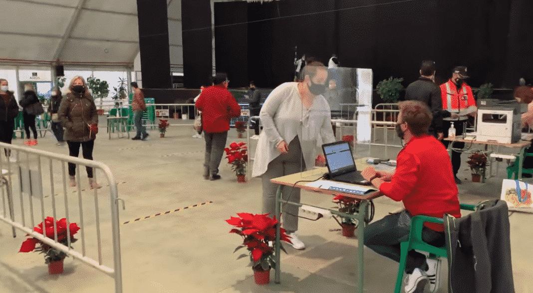 Pilar de la Horadada distributes 300,000 euros in shopping vouchers