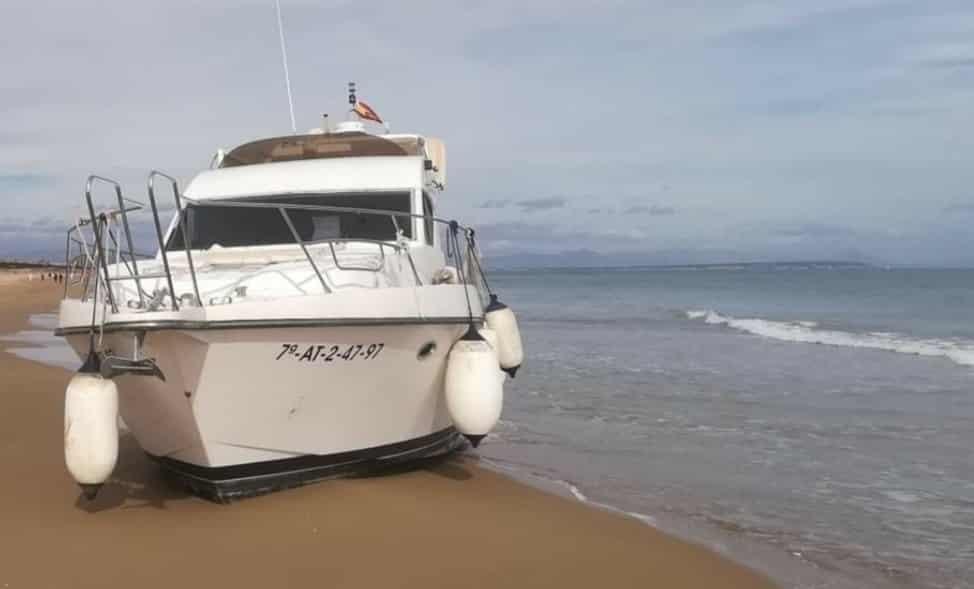 Civil Guard arrest after drugs boat runs aground at Guardamar