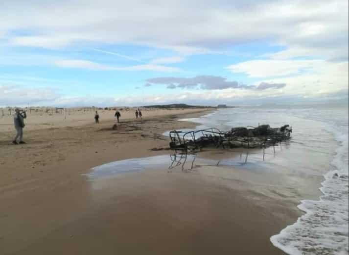 Drugs boat at Moncayo beach mysteriously torched
