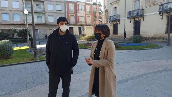 Spokespersons for Orihuela's two opposition groups, Carolina Gracia and Carlos Bernabe
