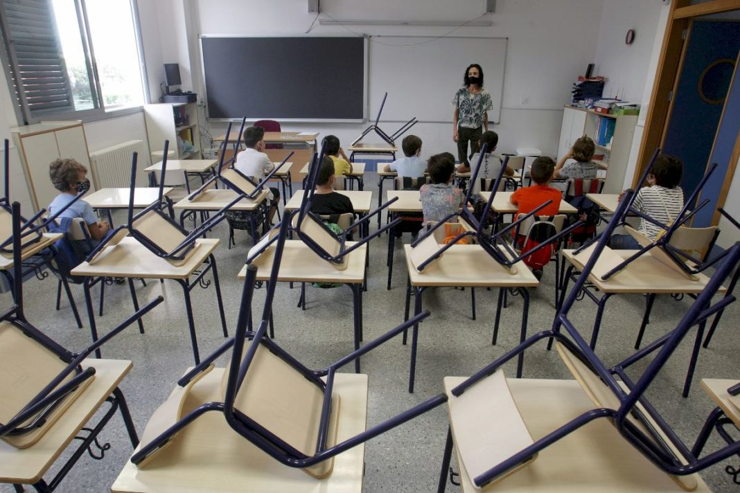 6,000 students and 1,200 teachers infected in Valencian Community