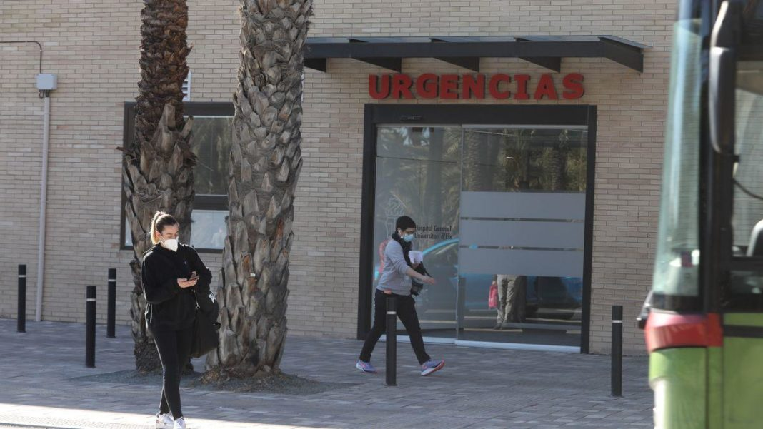 Covid denier broadcasts live video from inside Elche Hospital