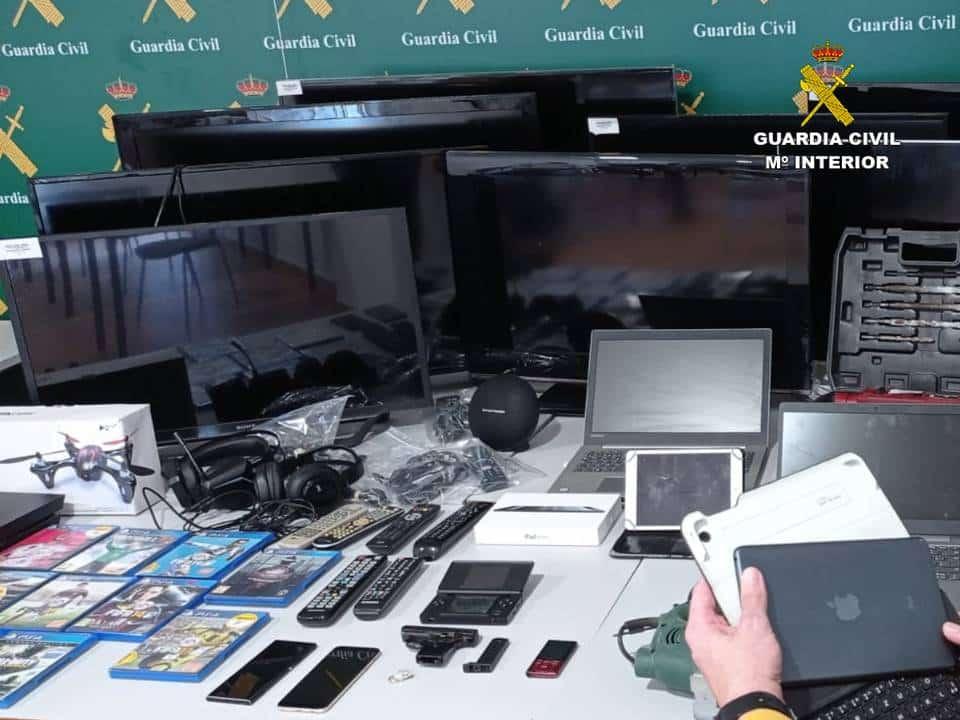 Gun toting thief arrested in Los Montesinos