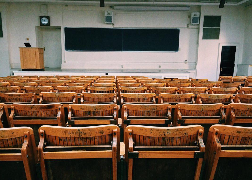 Valencian public universities move to online teaching