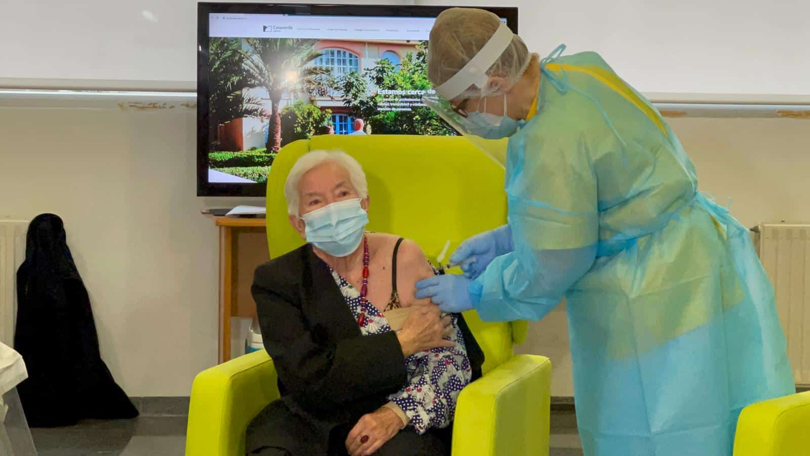On Saturday morning, vaccinations got underway at the Casaverde Care Home,