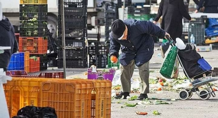 Desperate people flock for waste food at Alicante weekly markets