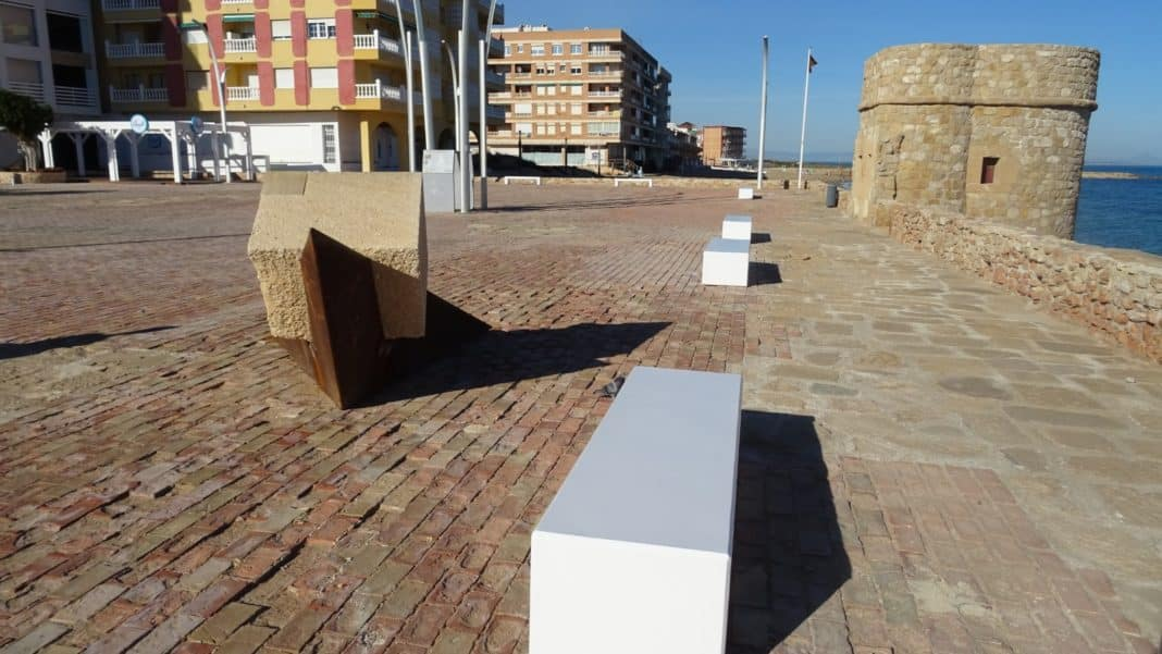 New benches and waste bins in La Mata