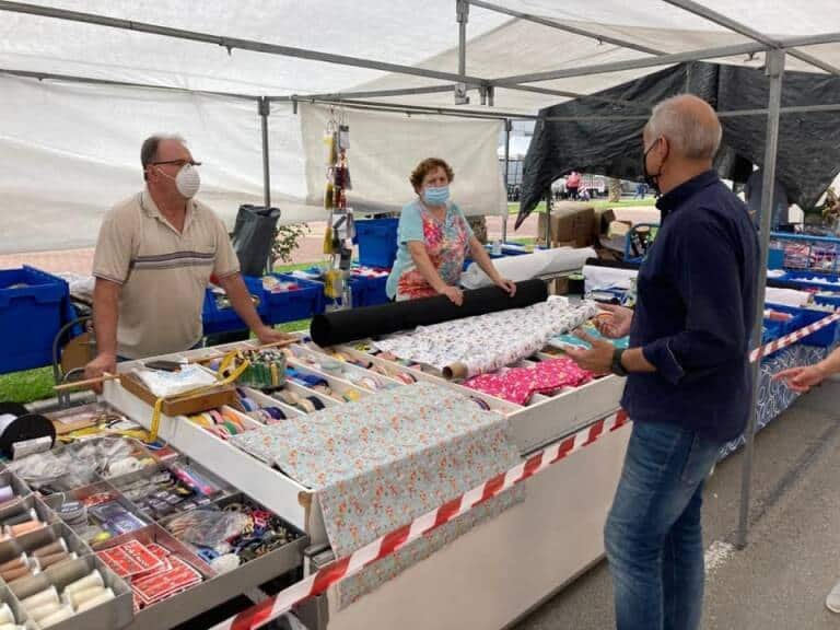 The councillor of Markets, Víctor Bernabéu, on a visit to a market in Orihuela