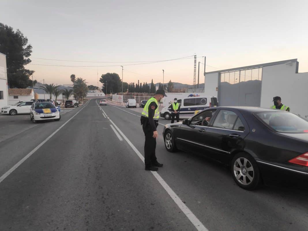 Orihuela Local Police sets up 53 check points to ensure weekend closure