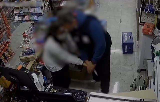 Arrested for trying to rob Torrevieja shop at knife point