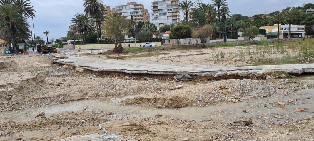 Orihuela takes Costas to court for refusing to fix a road.