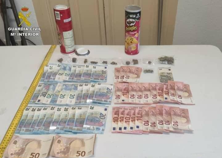 Alicante Civil Guard discover euro bank notes, hashish and marijuana - in tubes of Pringles
