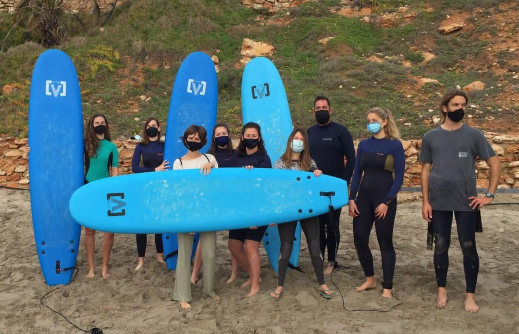 Orihuela allows surfers to practice with a red flag