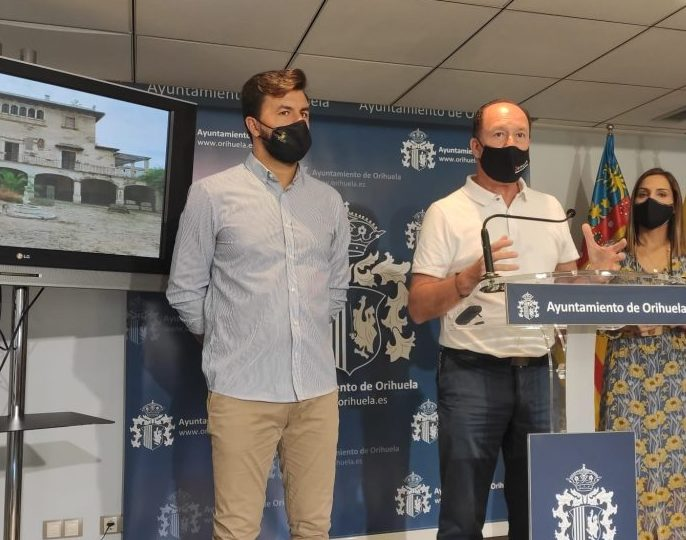 Bascuñana flanked by his coalition partner Jose Aix who is yet to make a statement