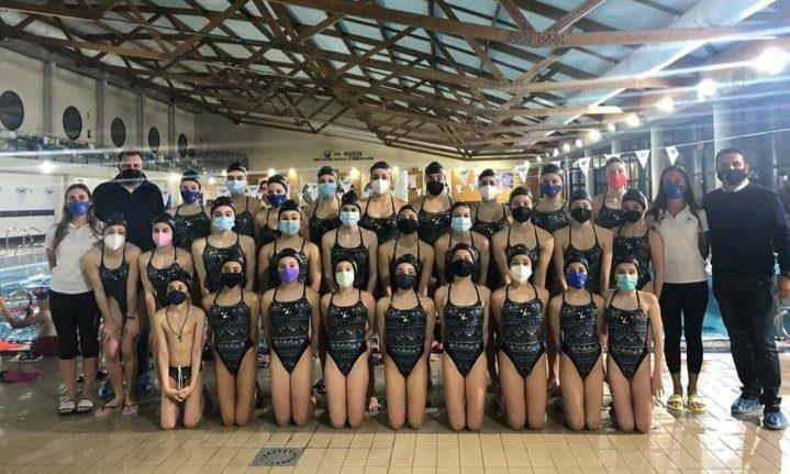 Mayor of La Nucia Bernabé Cano congratulates Synchronized swimming club for sporting triumphs