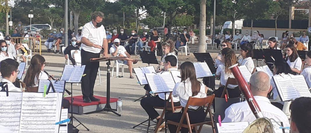 Conductor José Vicente Pérez and the Los Montesinos School of Music band